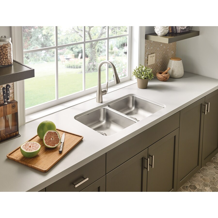 Moen 2000 Series 18-in x 31.25-in Stainless Steel Double-Basin Undermount Residential Kitchen Sink