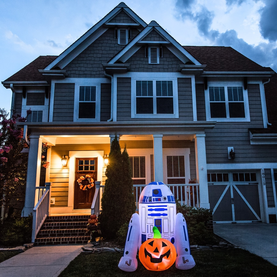 Gemmy 4-ft x 3-ft Lighted R2D2 Halloween Inflatable