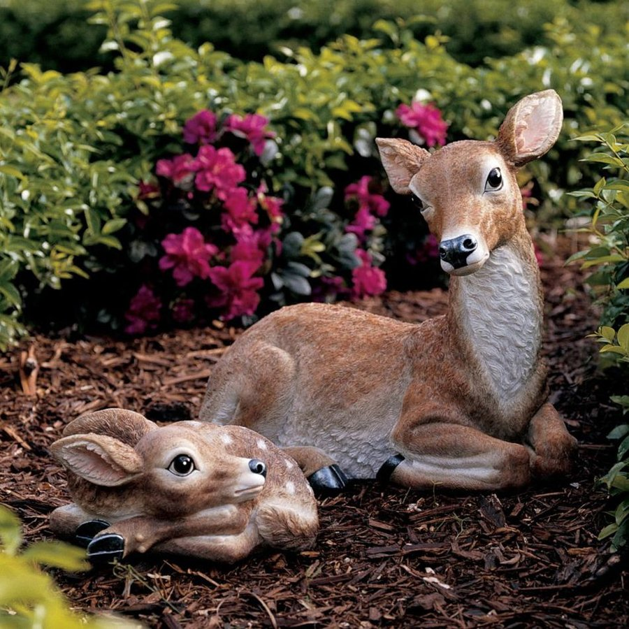 Design Toscano Mother Doe and Fawn Garden Statue