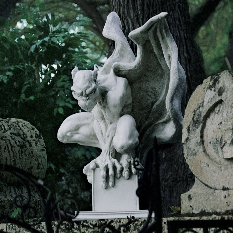 Design Toscano Draga The Gargoyle Vampire 9.5-in Garden Statue
