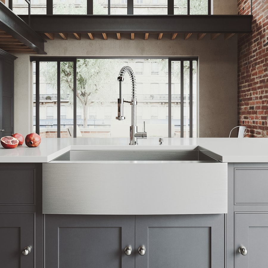 VIGO 33-in x 22.25-in Matte and Brushed Steel-Stainless Single-Basin Apron Front and Farmhouse Commercial and Residential Kitchen Sink All-In-One Kit