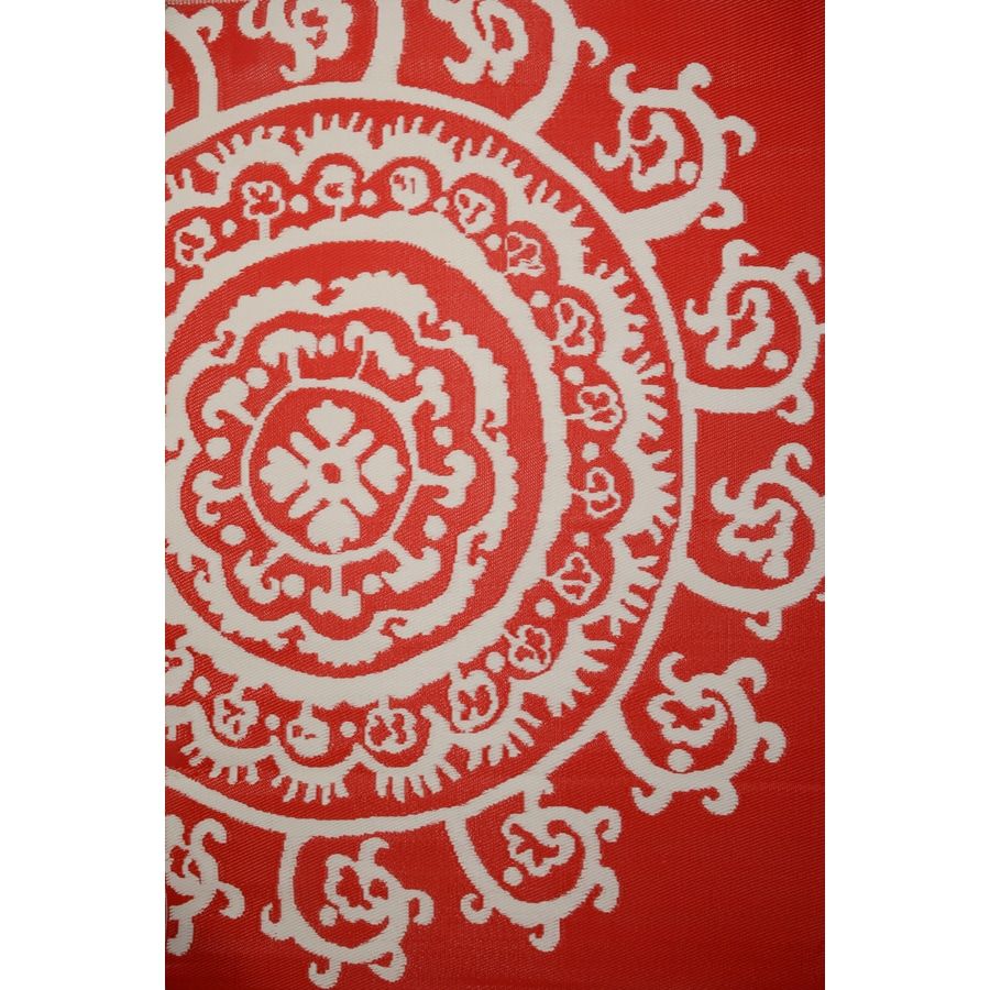 Garden Treasures Rectangular Red Floral Indoor/Outdoor Area Rug (Common: 5-ft x 8-ft; Actual: 5-ft 3-in x 7-ft 7-in)