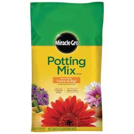 miraclegro 25quart potting mix with fertilizer