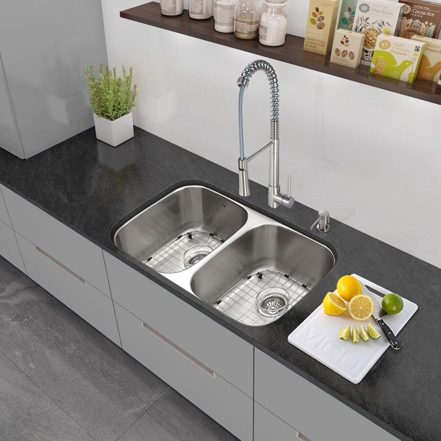 VIGO 32.25-in x 18.5-in Stainless Steel Double-Basin Undermount Residential Kitchen Sink All-in-One Kit