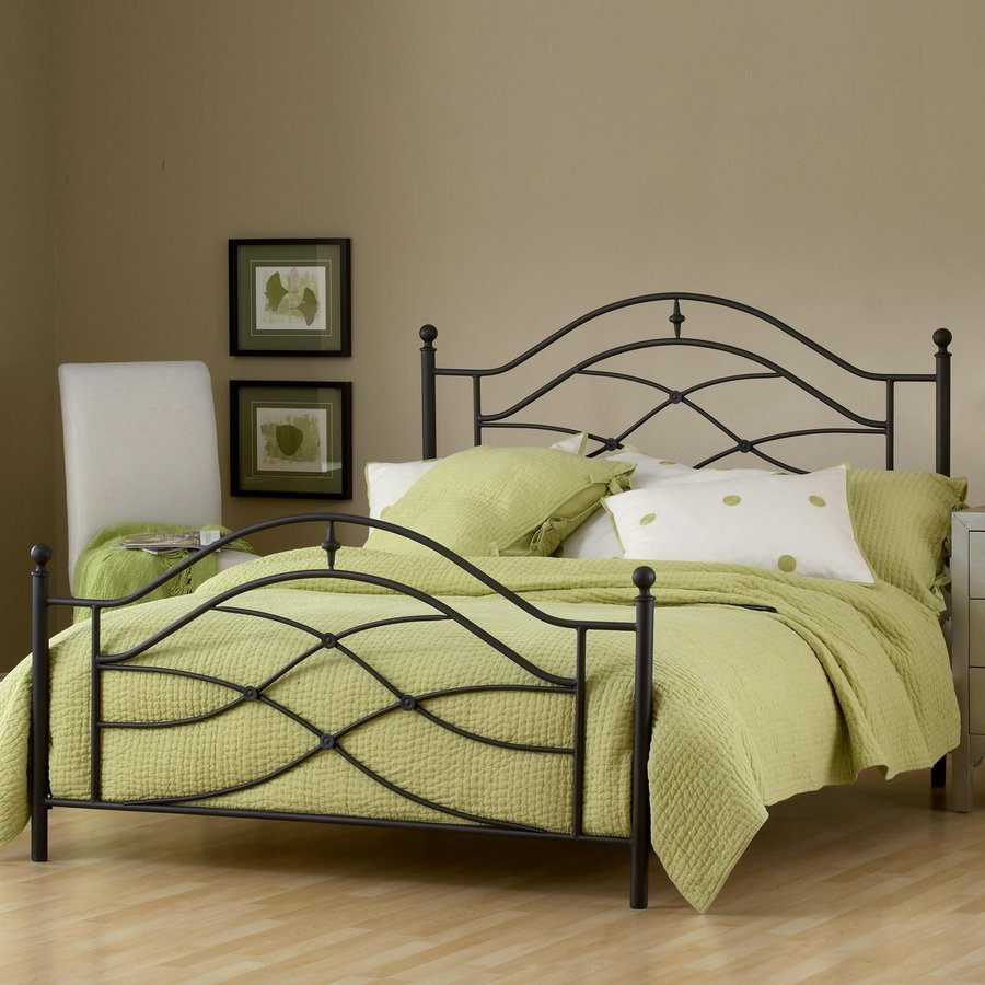 Hillsdale Furniture Cole Black Twinkle Queen 4-Poster Bed