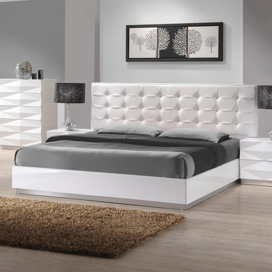 J&M Furniture Verona White Full Platform Bed