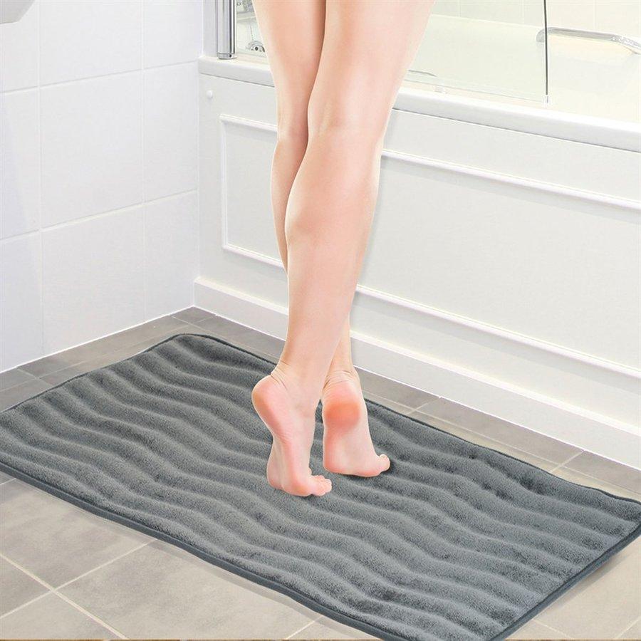 Lavish Home 32.25-in L x 20.25-in W Platinum Microfiber Memory Foam Bath Rug