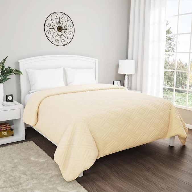 Hastings Home Ivory Solid King Quilt Polyester With Polyester Fill In The Comforters Bedspreads Department At Lowes Com