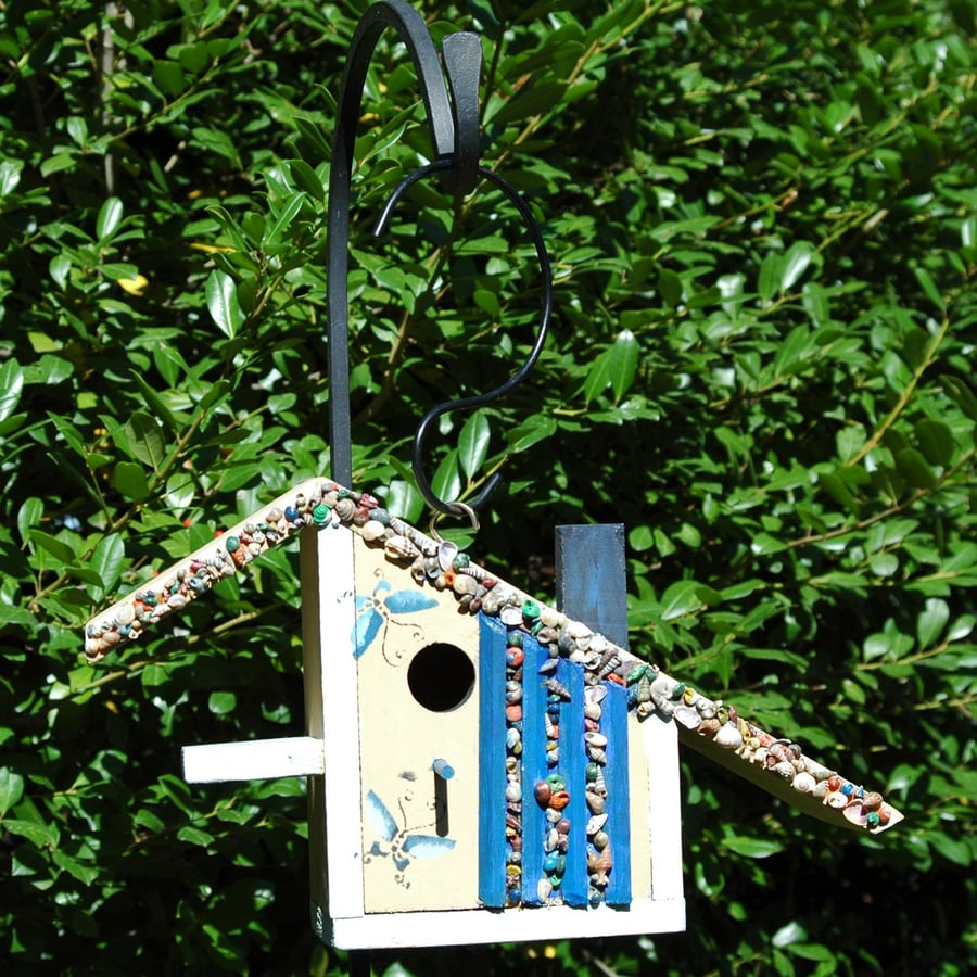 Wilderness Series Products 15-in W x 9-in H x 6-in D White/Blue Bird House