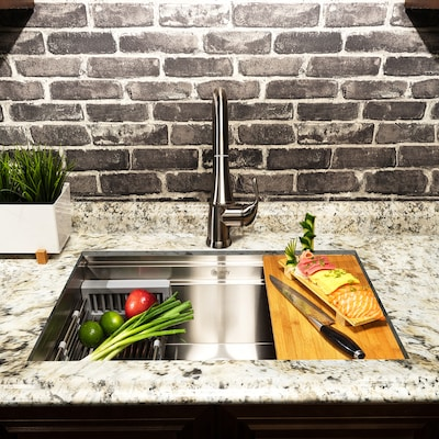 Handmade 32-in x 18-in Stainless Steel Single Bowl Undermount Commercial  Kitchen Sink All-in-One Kit