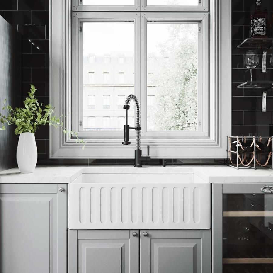Vigo Kitchen Collection Platinum 30 In X 18 In White Single Basin