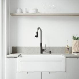 VIGO Matte Stone Farmhouse 33 In X 18 In Matte White Single Basin